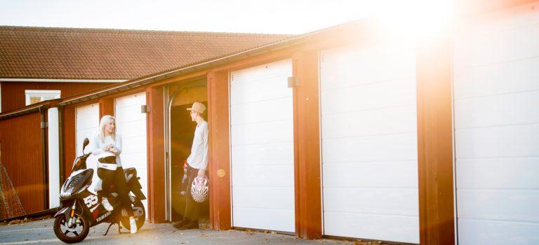 Motoriserade garagedörrar